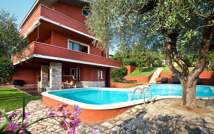 Villa Cesa, Villa