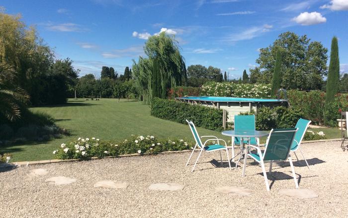 La Maison Blanche - Saint Remy De Provence . Pretty country cottage with large private garden & pool., Saint  Remy De Provence