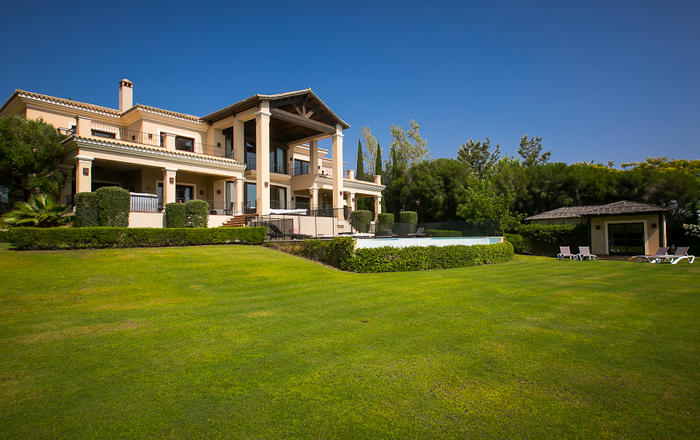 Stunning Large 6 Br Villa W. Seaview and Pool, San Roque