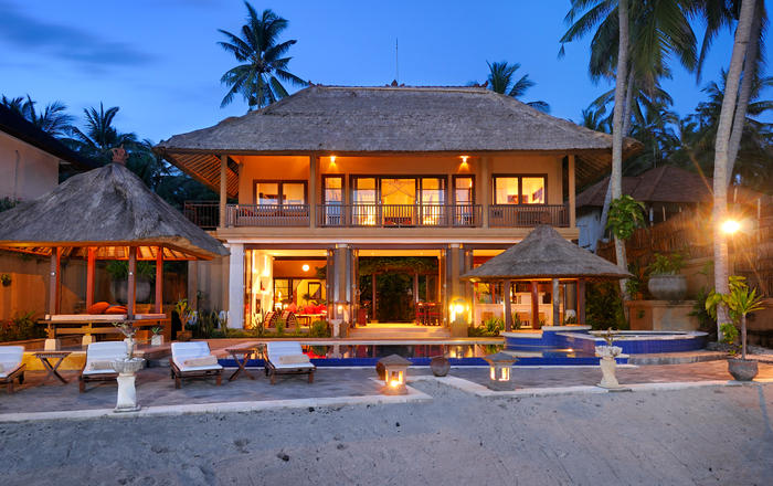 Laid-Back Ocean Front Villa with Fantastic Views and Snorkeling, Karangasem