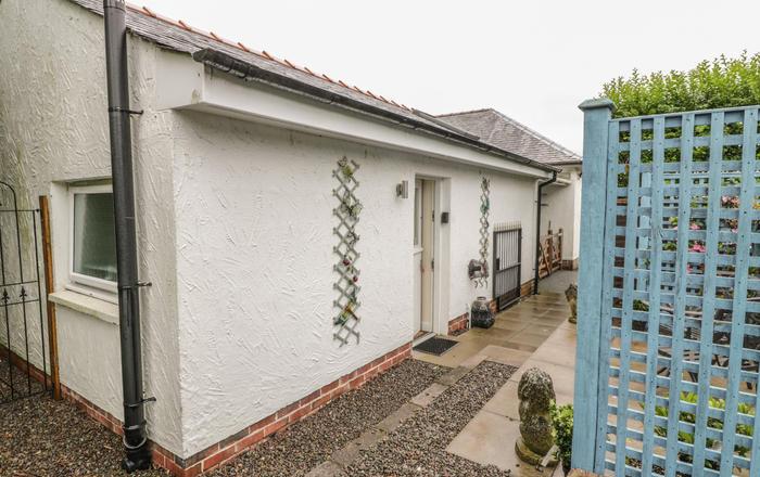 Troloss Lodge, Thornhill