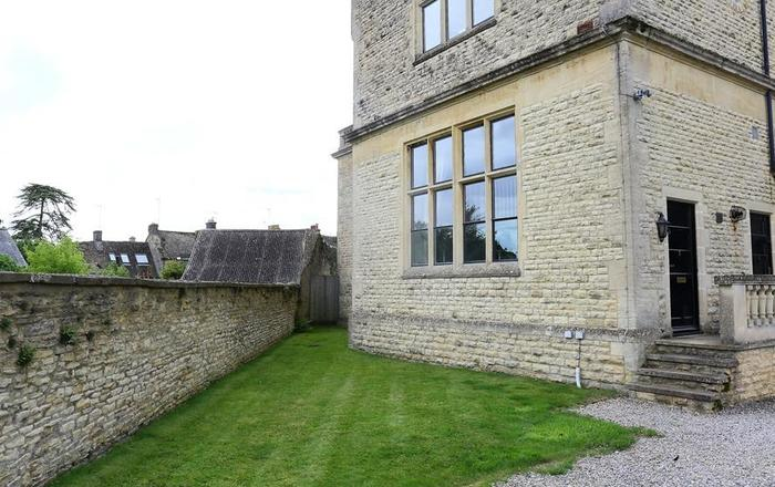 The Old School House, Stow On The Wold