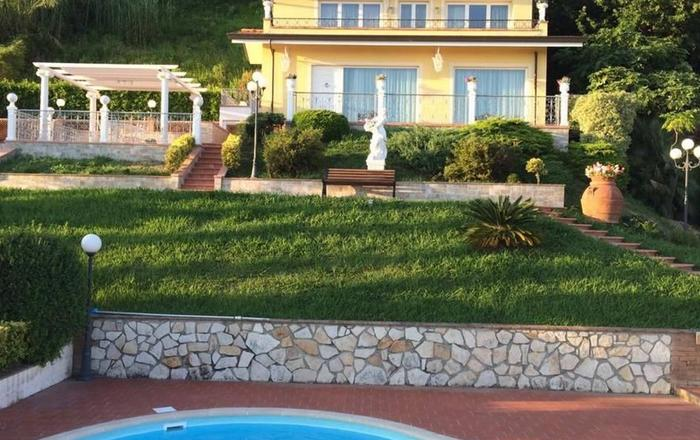 Villa Claudia, Corsanico-bargecchia
