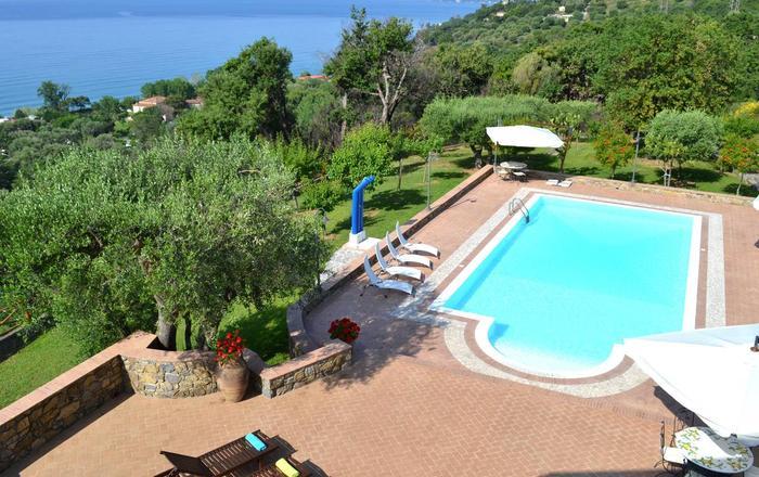 Villa Quercia Da Sughero + Annex, Vibonati, Campania
