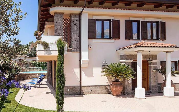 Villa Agata, Sant