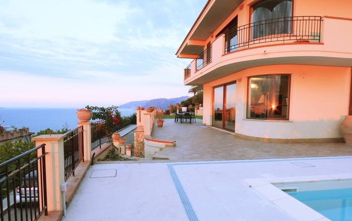Villa Amidala, Patti Area, Sicily