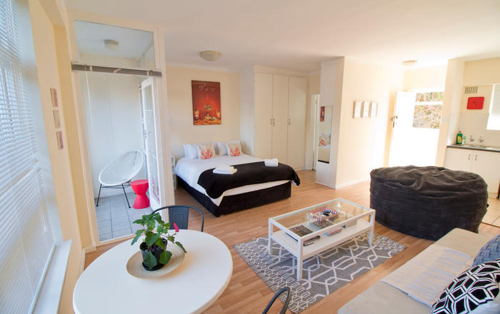 Sunny Studio - close to the city and waterfront, Cape Town