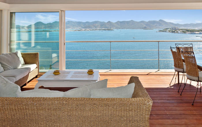 Villa Tanyria 4 bedrooms, holiday  villa overlooking Saint-Martin lagoon, Les Terres Basses