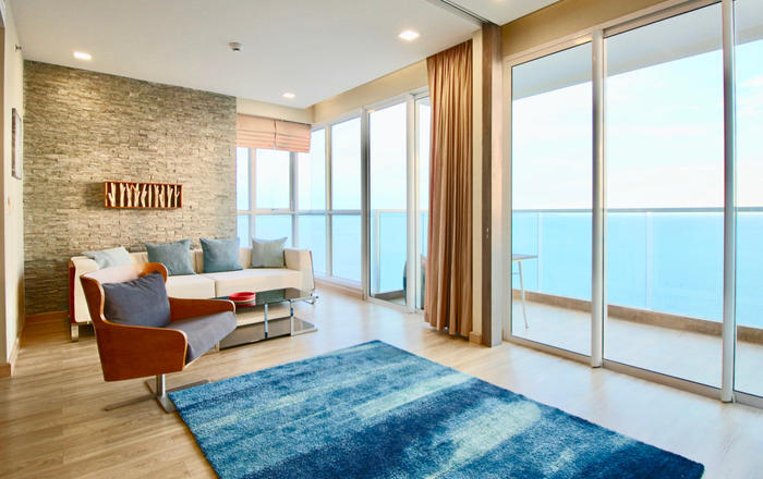 Dasiri Cetus 2BR Beachfront Condo 45th Floor, Muang Pattaya