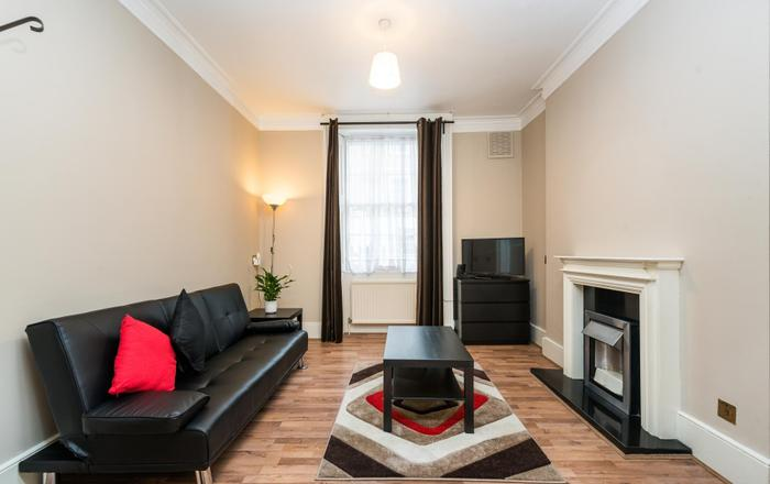 Fantastic 2BD Flat with Garden King