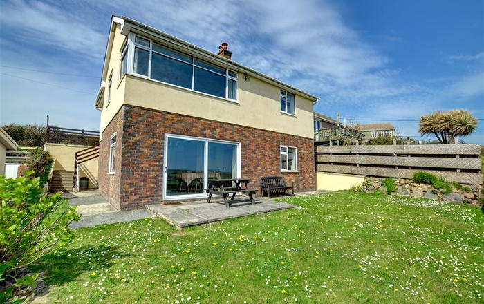 2 Ty Melyn, Newgale