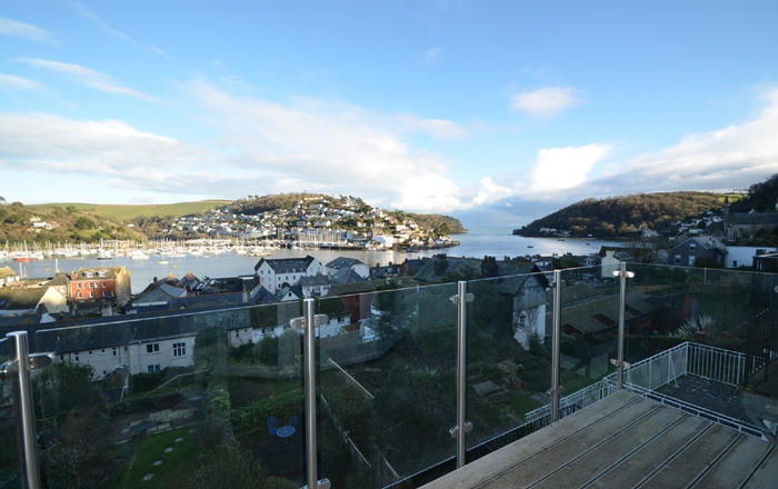 13 Above Town, Dartmouth