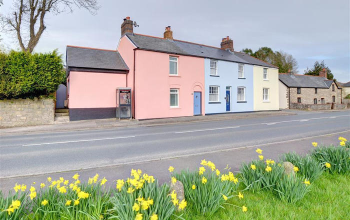 3 Red Cow Cottages, Pontyclun