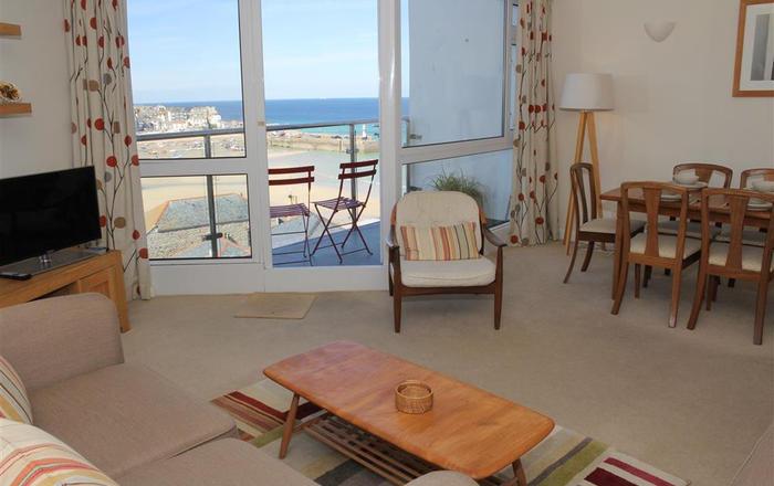 Flat 2, 4 Fernlea Terrace, St  Ives