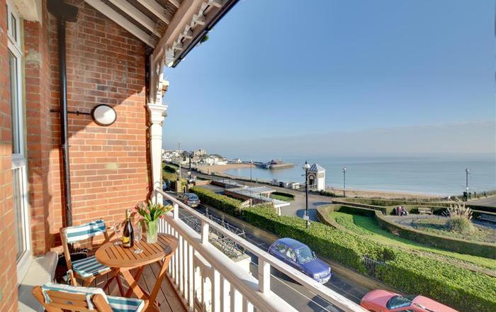 Carlton Bay View, Broadstairs