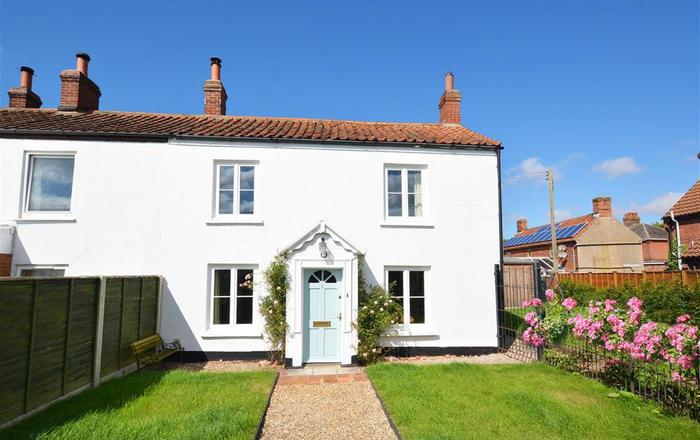 BackToFront Cottage, Briston
