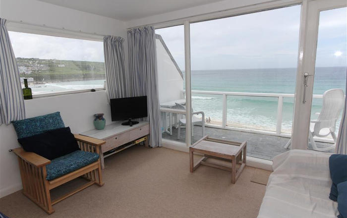 27 Piazza, St Ives