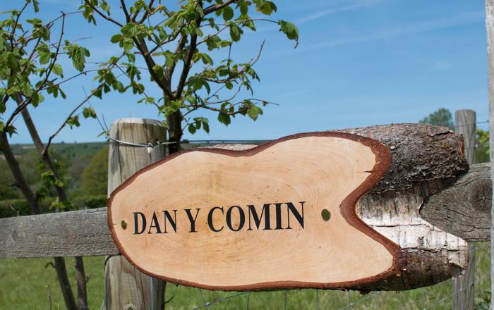 Dan y Comin, Trallong