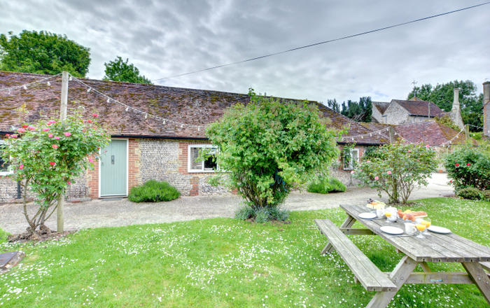 2 Byre Cottages, Storrington