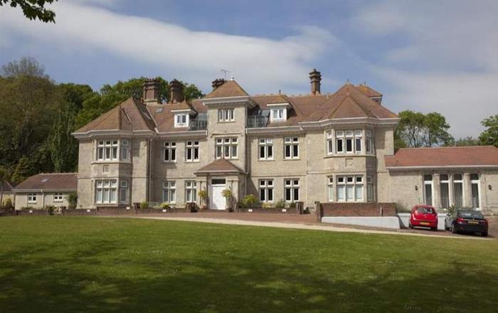 10 Shanklin Manor,