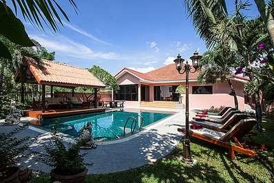 Baan Chatmanee - Pattaya villa
