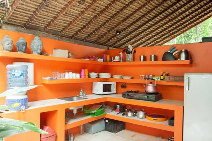 kitchen with utensils for 6 persons