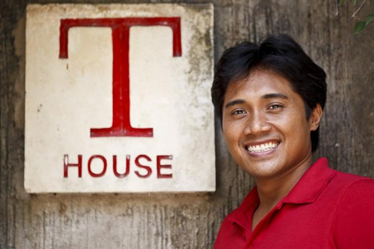 Wayan, T House manager