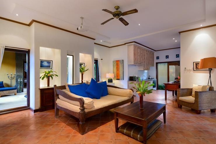 Indoor Living Room towards Kitchen (And Outdoor Living)