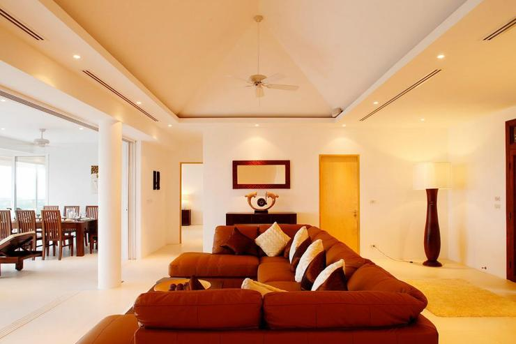 Andaman View (V02) - Airy living room with valuted ceiling and sliding doors opening directly onto the sun terrace