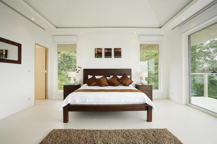 Bedroom 2, complete with en-suite bathroom, air conditioning and ceiling fan