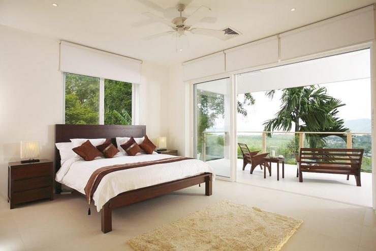Bedroom 3, with king-size bed and private balcony