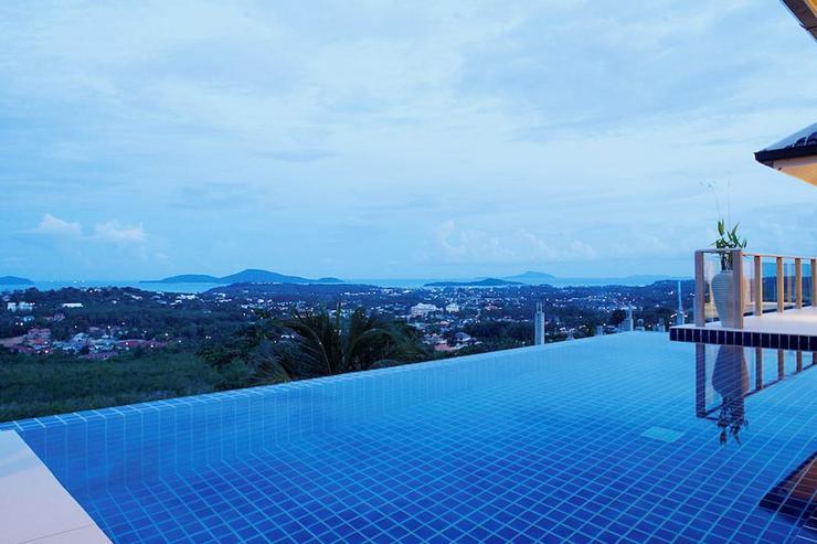 Inviting, infinitiy-edge swimming pool