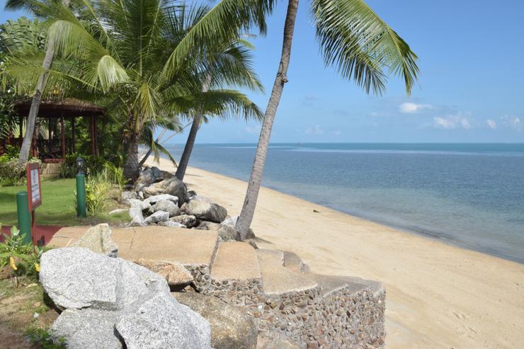 Steps down to Bang Por Beach
