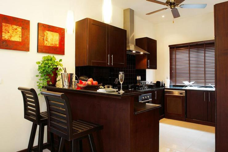 Crystal Villa (V04) - Fully-fitted Western-style kitchen, equpped with all appliances