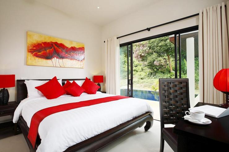 Crystal Villa (V04) - Bedroom 2, with king-size bed and direct access to the sundeck