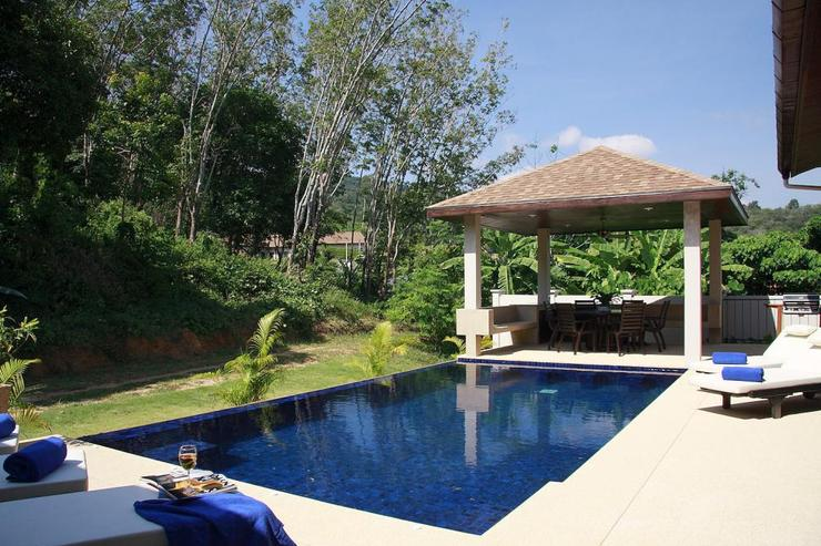 Crystal Villa (V04) - Sala, equipped with seating area and BBQ, perfect for al fresco dining