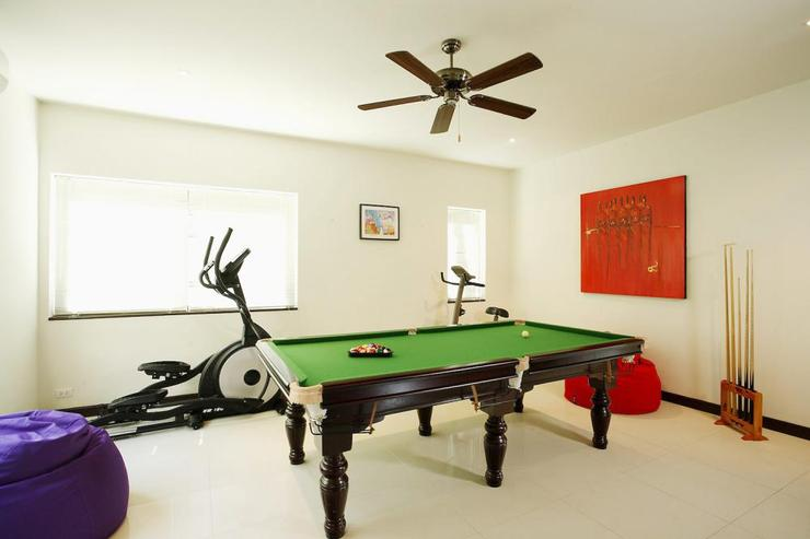 Games room, with pool table, gym equipment, air conditioning and ceiling fan