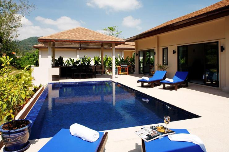 Gemstone Villa (V07) - 8 x 4 metre private pool with integral jacuzzi, surrrounded by sundeck with sun beds