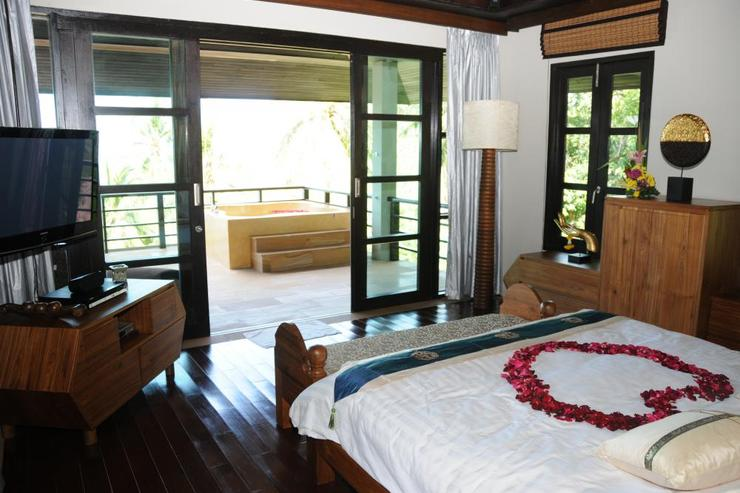 Golden Palm Villa - Master Bedroom