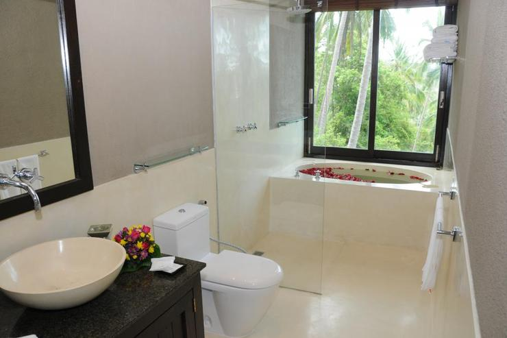 Golden Palm Villa - Bathroom
