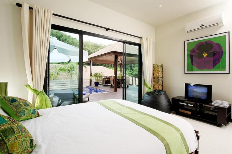 Moonstone Villa (V09) - Bedroom 2 with queen size bed, air conditioning and ceiling fan