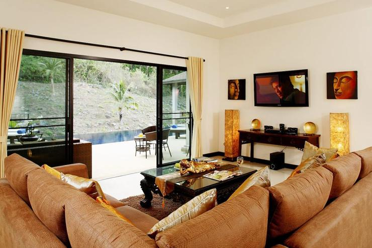 Sapphire Villa (V14) - Spacious main living room, with direct access to swimming pool and sundeck