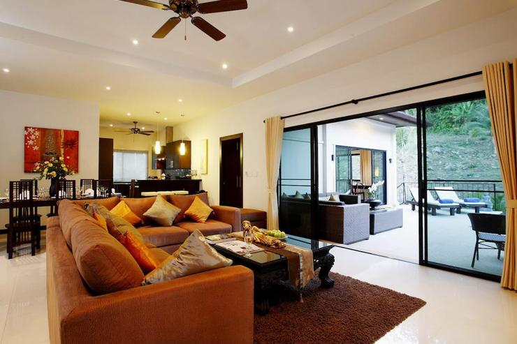 Sapphire Villa (V14) - Stylish open plan living room with comfortable sofa and dining area