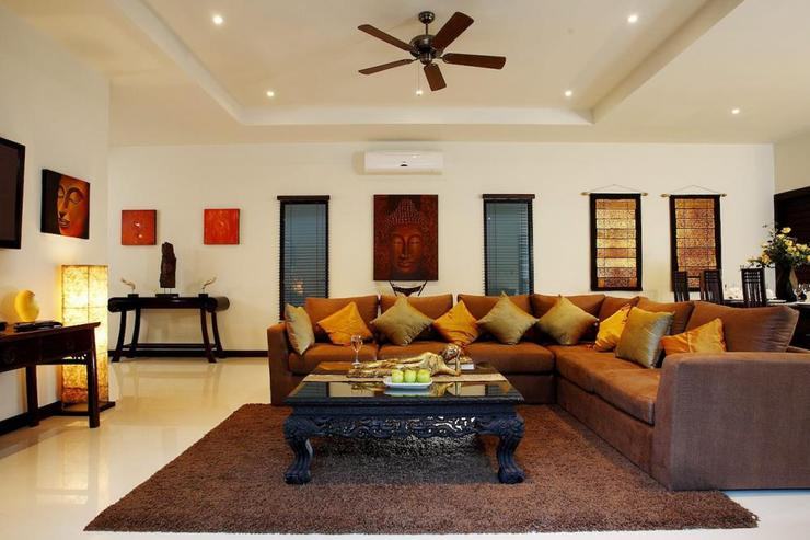 Sapphire Villa (V14) - Comfortable sofa with a hint of Asian decorations