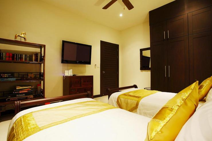 Bedroom 3, with twin beds and shared bathroom, complete with flat screen TV