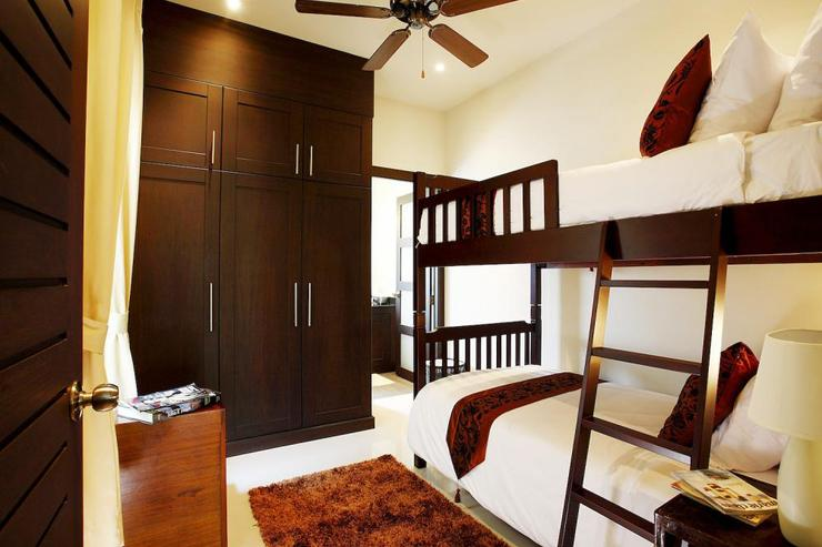 Sapphire Villa (V14) - Bedroom 4 with bunk beds and en-suite bathroom with walk-in shower