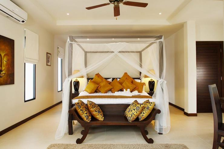 Sunstone Villa (V15) - Master bedroom with king size four poster bed