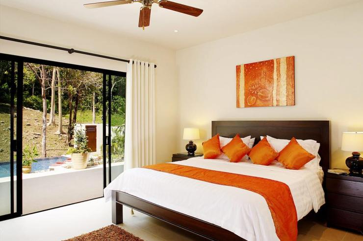Bedroom 3 with king-size bed, air conditioning, ceiling fan and en-suite bathroom
