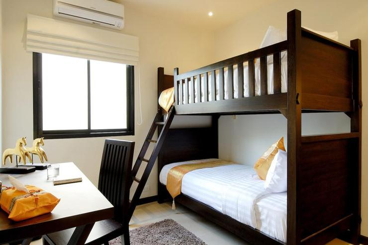 Bedroom 6 with single bunk beds, air conditioning and ceiling fan