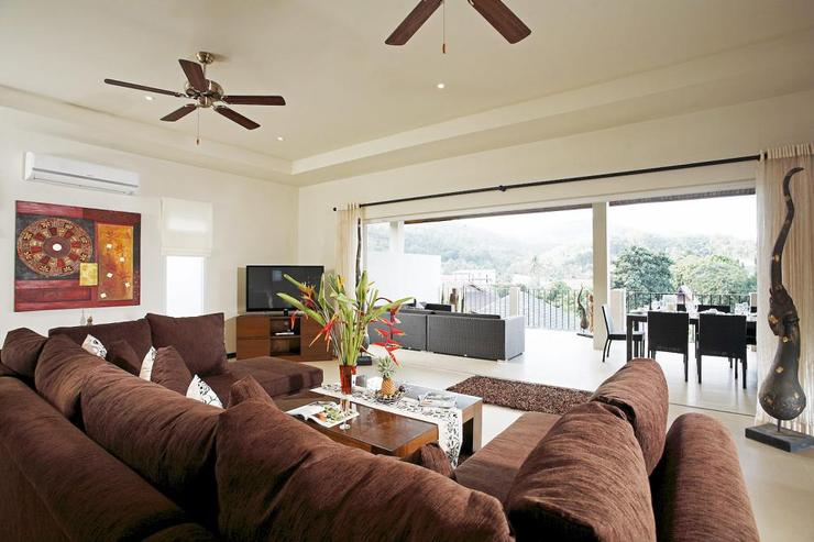 Amber villa (V01) - Spacious living room with ample seating for all guests